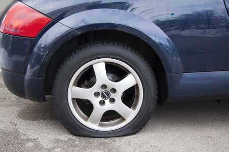 Vehicle with flat defective tyre